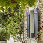 Vue fenêtre extérieure Au coin des figuiers maison d'hôtes en Provence